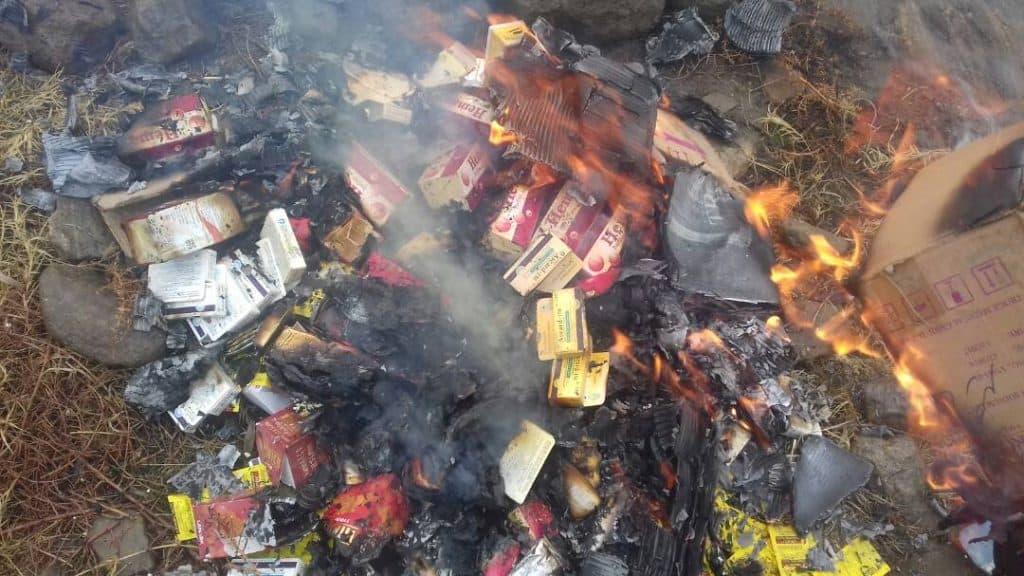 كابيسا: إحراق الأدوية المنتهية الصلاحية في مديرية نجراب من قبل مسئولي الصحة بالإمارة الإسلامية